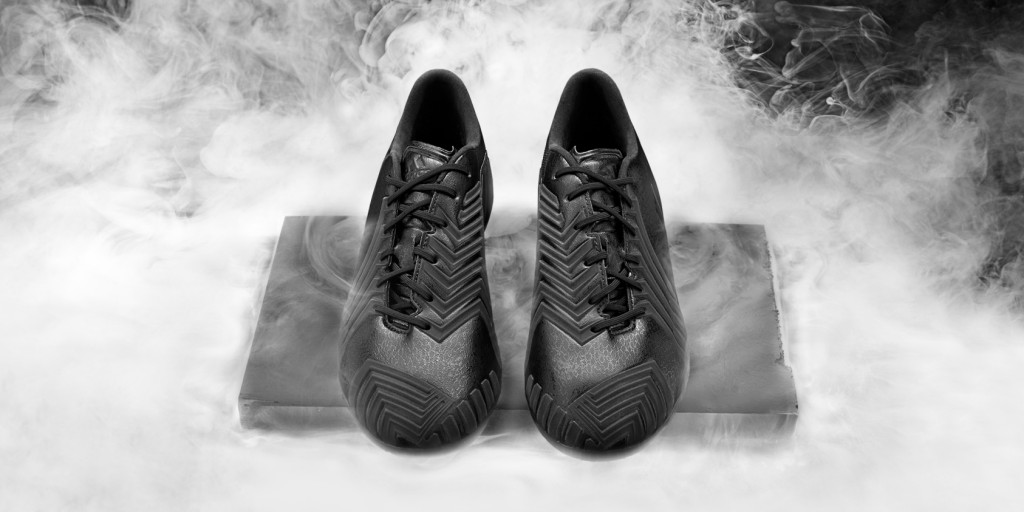 Adidas_Football_B&W_Predator_Black_Hero_01