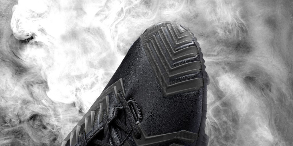 Adidas_Football_B&W_Predator_Black_Hypersense_01