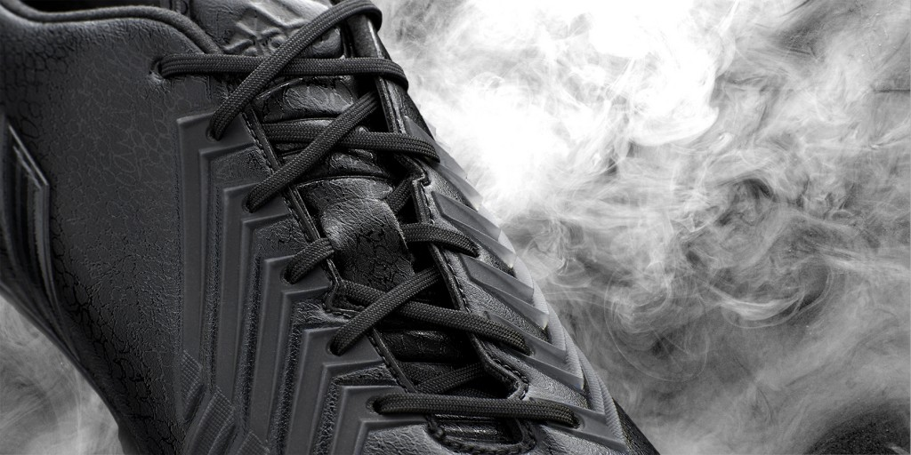 Adidas_Football_B&W_Predator_Black_Hypersense_03