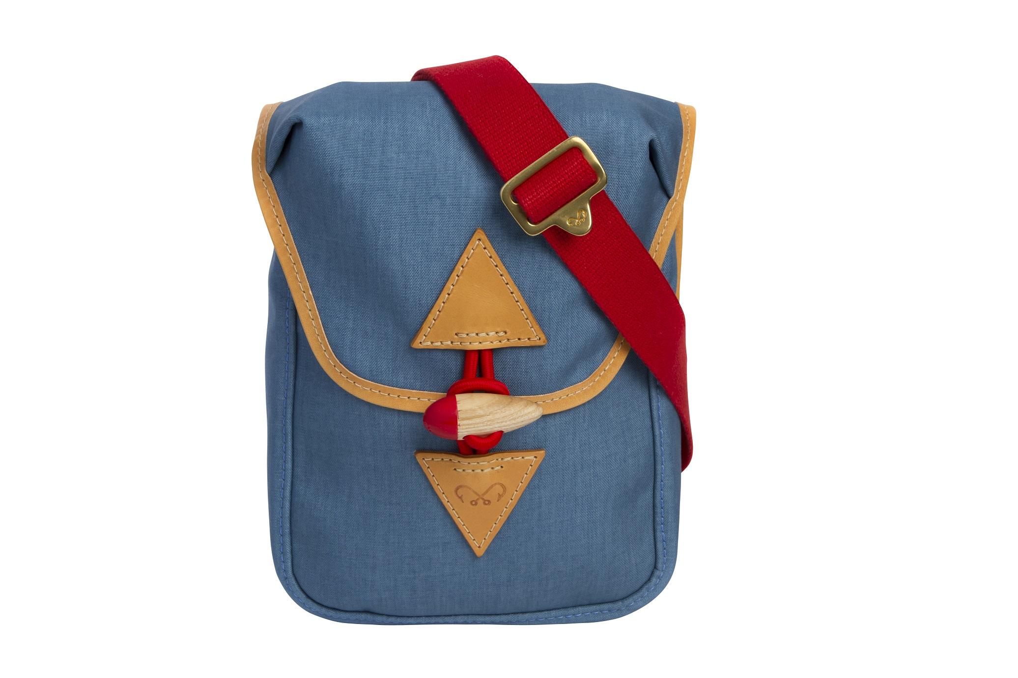 blue_pouch_front