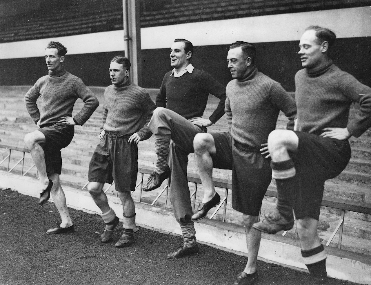 The British tennis player Fred Perry (center) trains with football players Male - Hulme - Roberts and Heasley (Arsenal). Arsenal Stadium. London. 21th February 1936. Photograph. (Photo by Austrian Archives/Imagno/Getty Images)