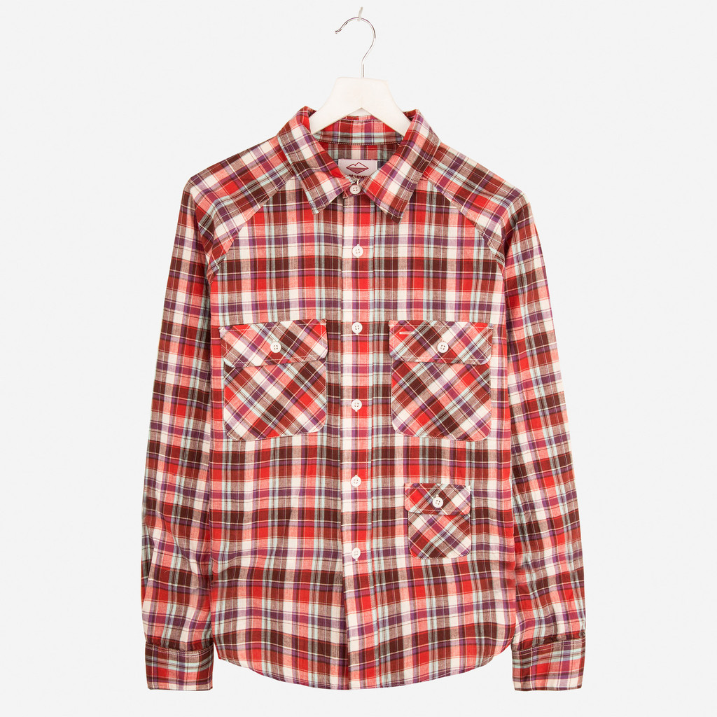 BATTENWEAR_CAMP_SHIRT_RED_PLAID_DETAIL1_1024x1024