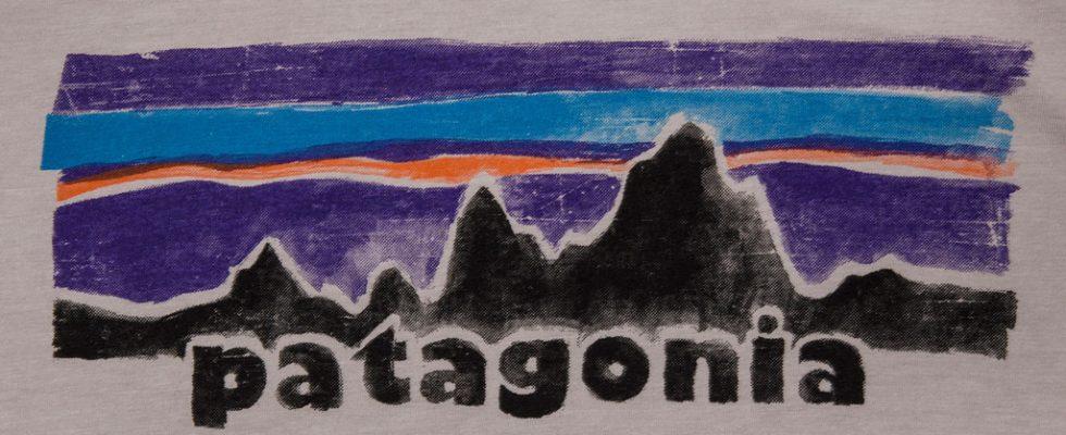 PATAGONIA_LEGACY_COTTON_POLY_T-SHIRT_DRIFTER_GREY_DETAIL3_1024x1024