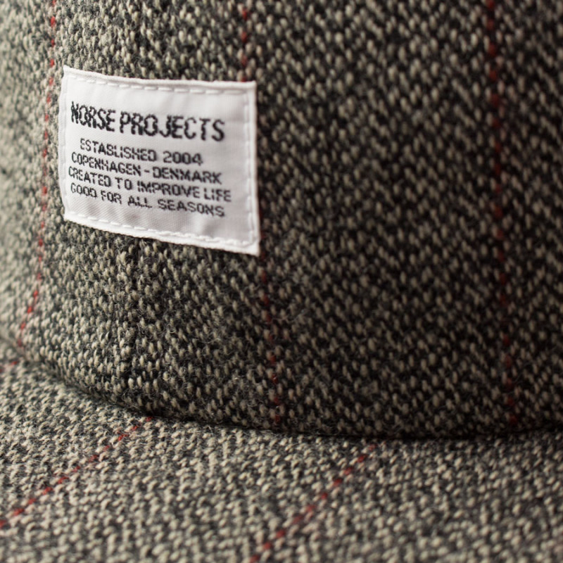 NORSE-PROJECTS-Tweed-Flat-Cap-Charcoal-Grey4-800x800